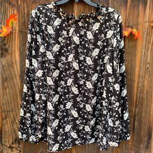 Old Navy Tops - Old Navy black and long sleeves ruffled blouse